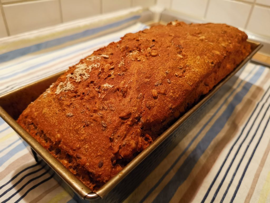 Rezept Dinkelvollkornbrot: Frisches Brot aus dem Ofen
